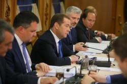 Медведев призвал ускорить развитие генетических технологий в России