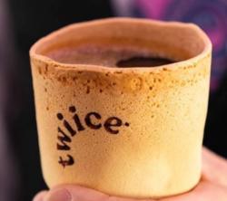 Air New Zealand заменила пластиковые кофейные чашки в самолетах на съедобные